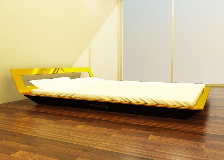 giường ngủ bằng đồng mạ vàng xung quanh sang trọng và quý tộc