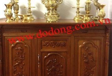 Trên bàn thờ tổ tiên cần bày những đồ đồng nào?