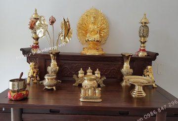 Trên bàn thờ cần bày những vật dụng gì?