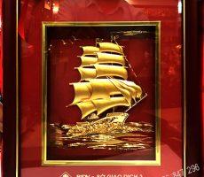 Tranh thuận buồm xuôi gió dát vàng 24k làm quà tặng
