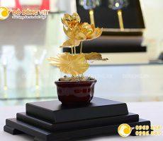 Biểu tượng cây hoa sen bằng vàng