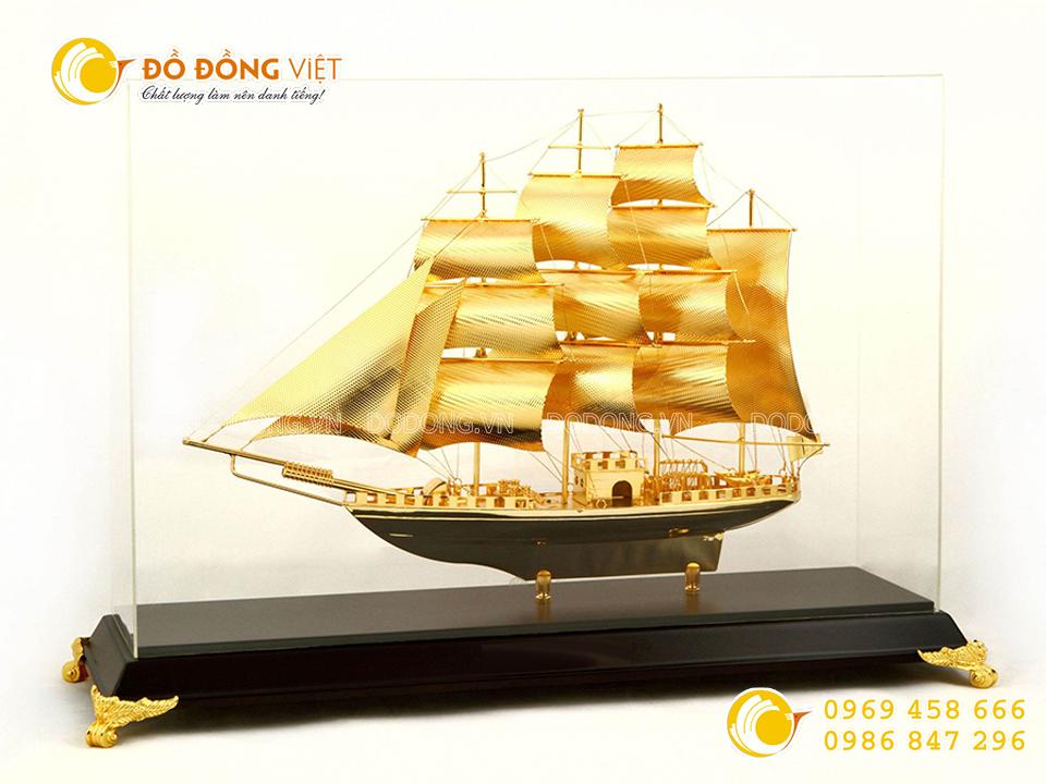 Thuyền buồm mạ vàng 24k0