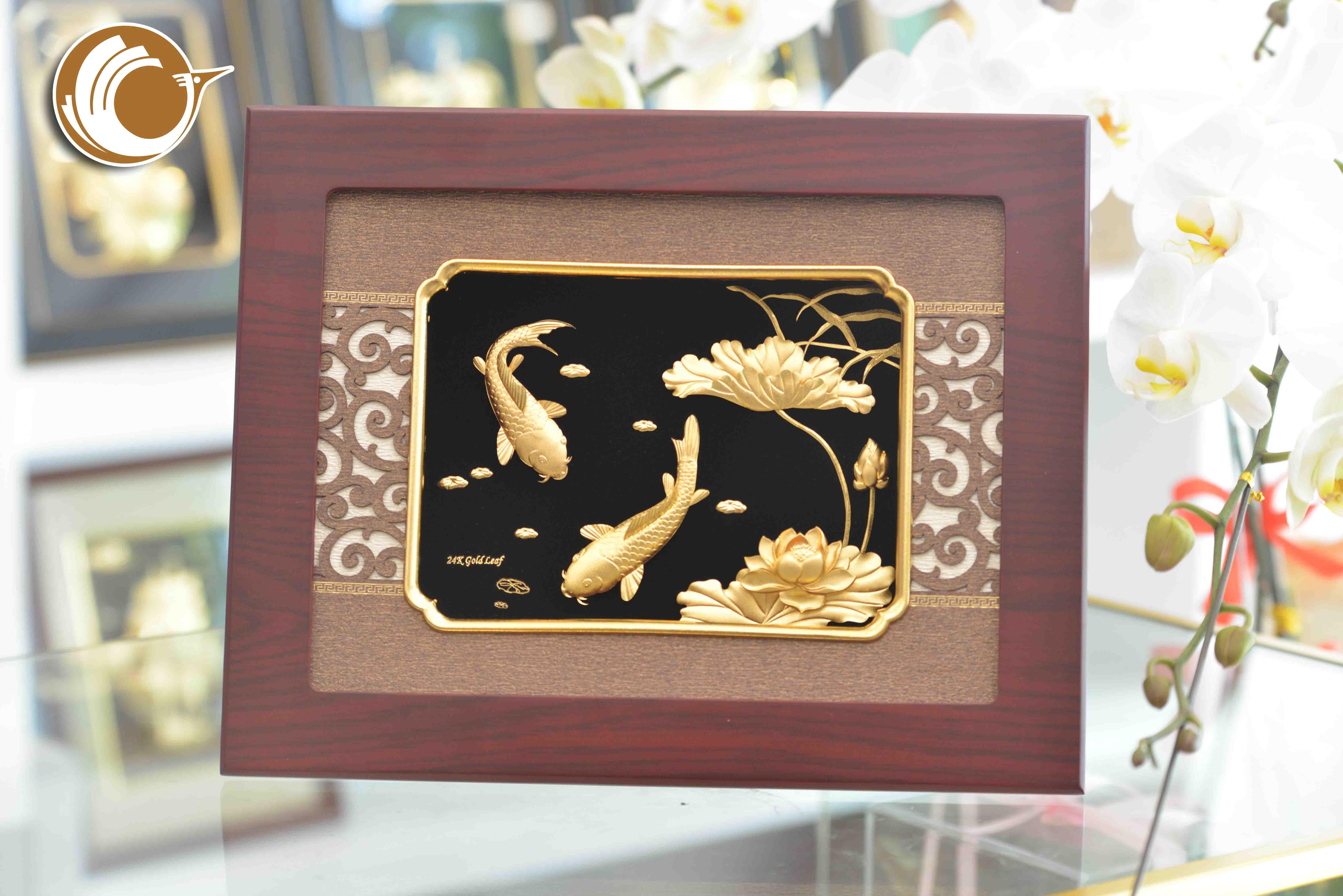 Quà tặng tranh cá chép hoa sen đẹp tinh xảo, quà vàng 24k0