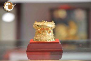 Quà tặng trống đồng mạ vàng đường kính 7cm