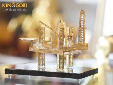 Mô hình giàn khoan dầu mạ vàng- quà tặng mạ vàng độc đáo