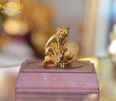 Địa chỉ mua tượng khỉ phong thủy bằng đồng mạ vàng 24k