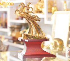 Quà Tặng Phong Thủy Tượng Thánh Gióng Mạ Vàng
