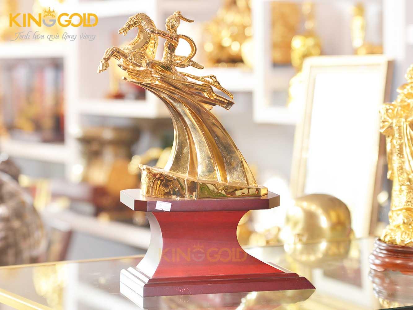Quà Tặng Phong Thủy Tượng Thánh Gióng Mạ Vàng0