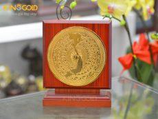 Biểu trưng mặt trống đồng mạ vàng 24k sang trọng