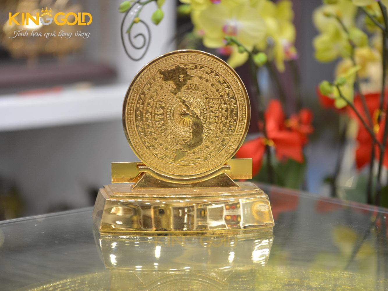 Quà tặng mặt trống đồng có đế bằng đồng mạ vàng0