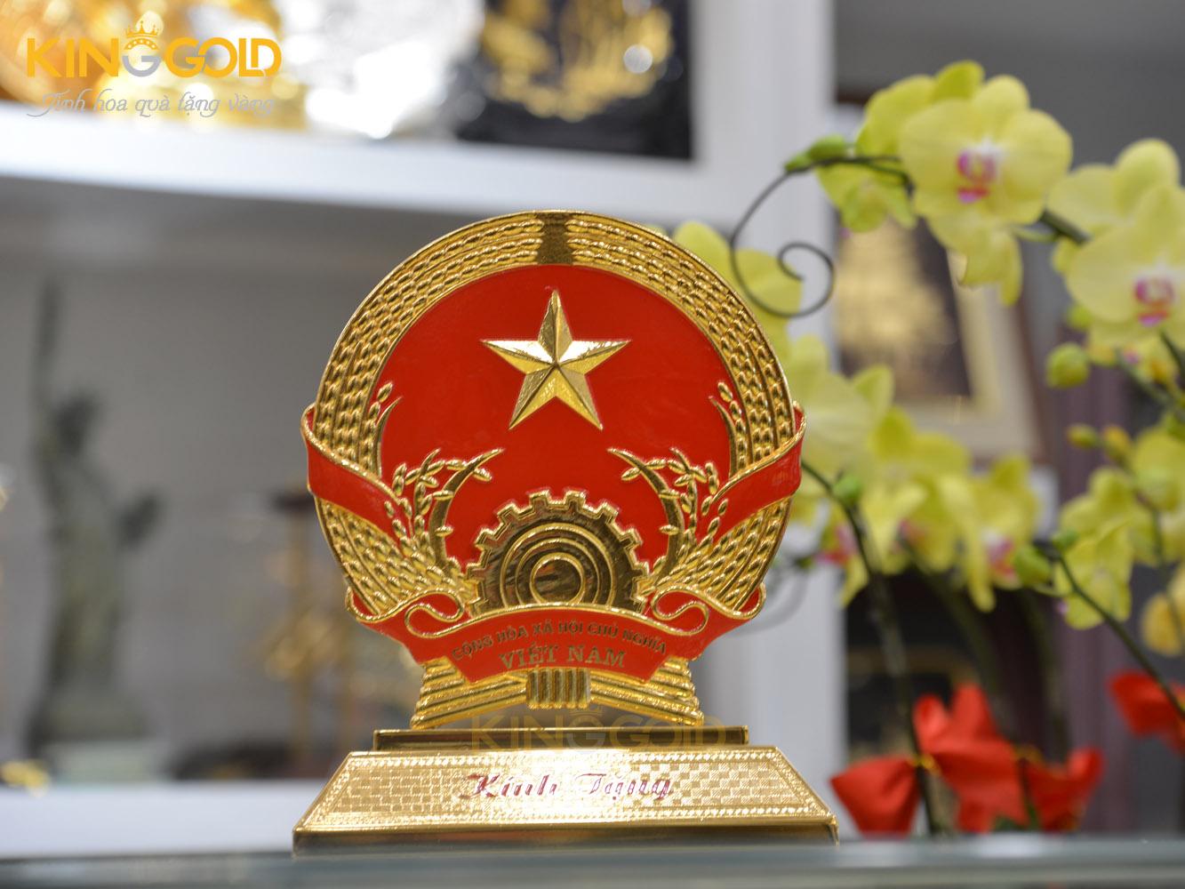 Quốc huy Việt Nam bằng đồng cỡ nhỏ làm quà tặng lưu niệm0