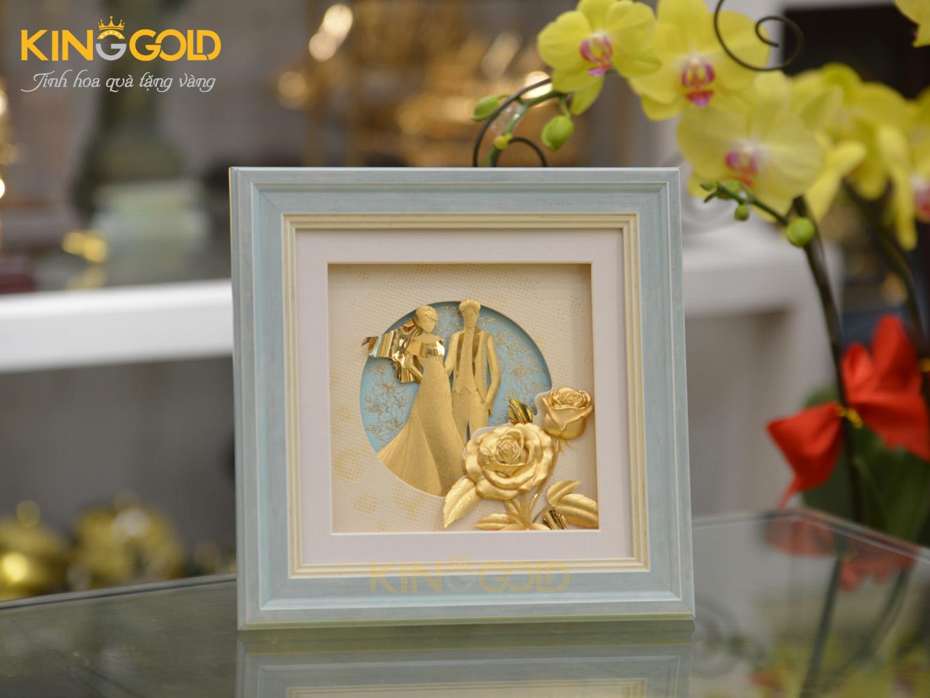 Tranh cô dâu chú rể mạ vàng làm quà tặng kỷ niệm ngày cưới0