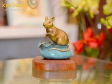 Tượng chuột bằng đồng ngồi trên mỏm đá xanh- quà tặng Tết 2020