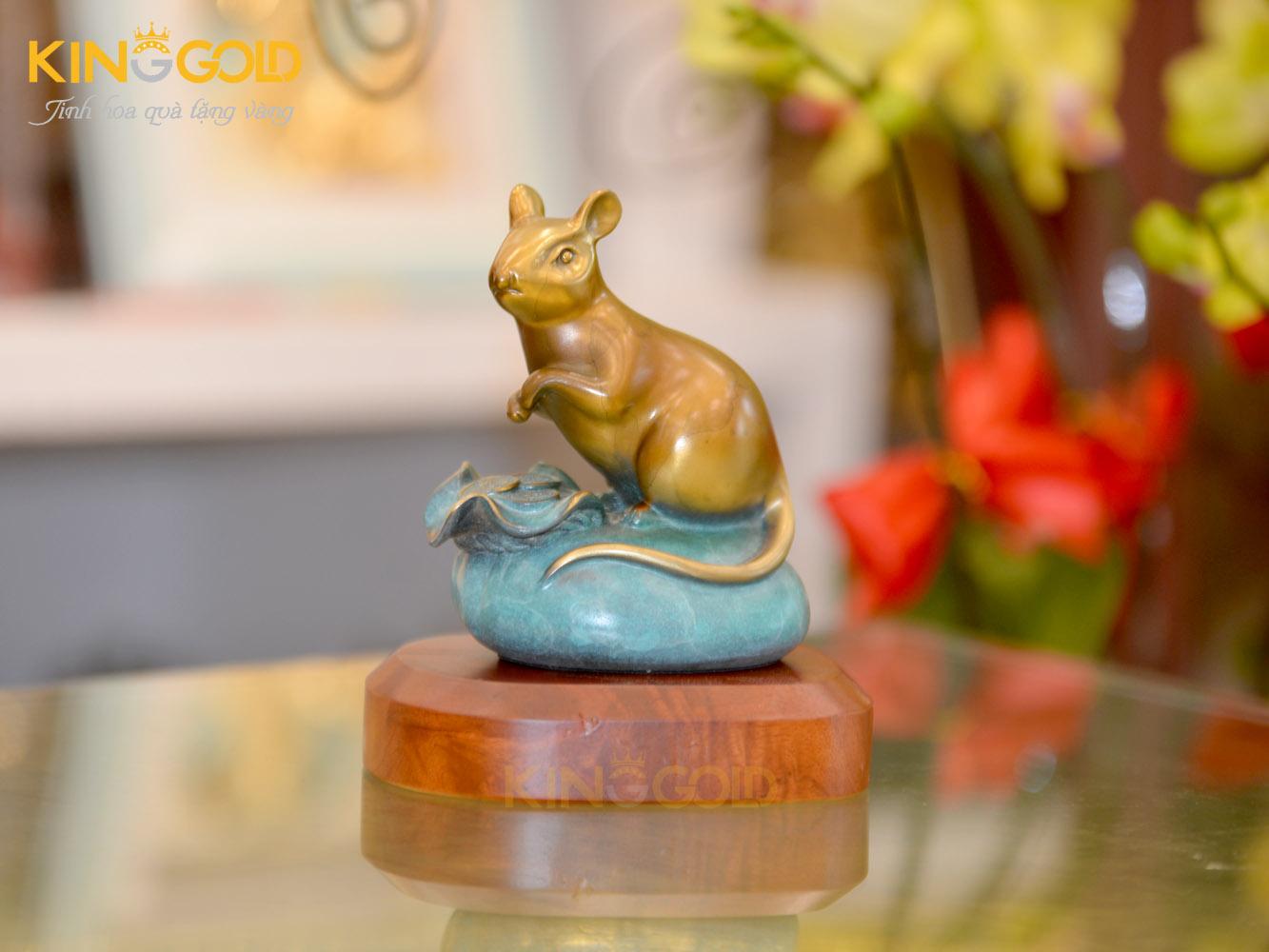 Tượng chuột bằng đồng ngồi trên mỏm đá xanh- quà tặng Tết 20200