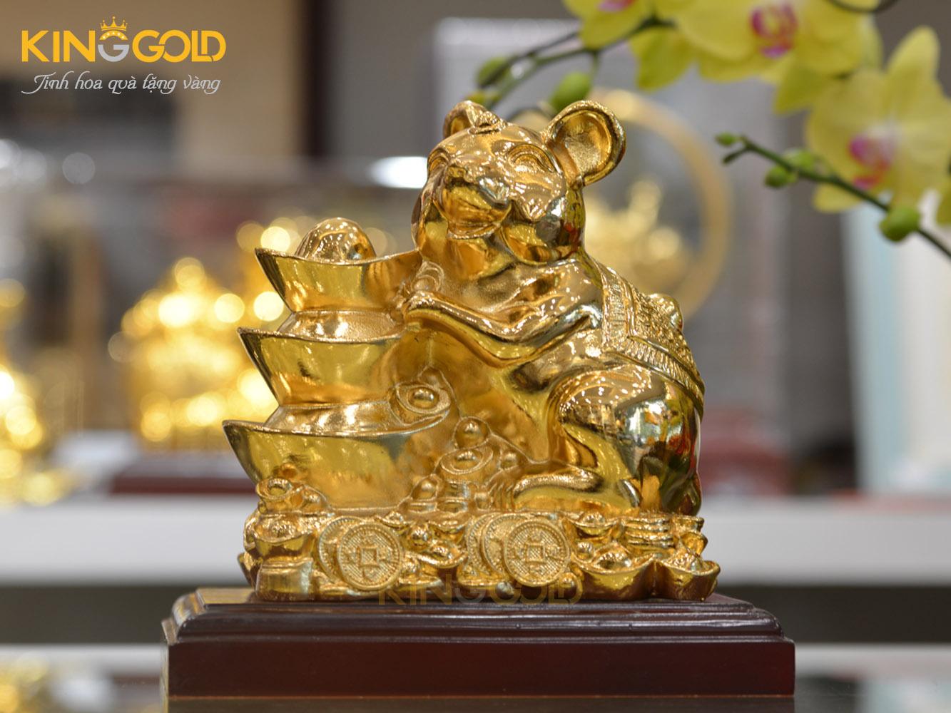 Tượng chuột tài lộc bên Kim Nguyên Bảo dát vàng 24k0