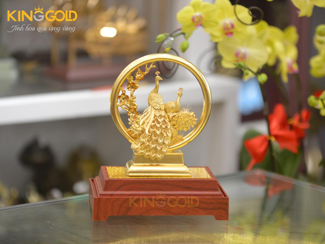 Quà tặng biểu trưng chim công bằng đồng mạ vàng 24k0