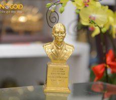 Đúc tượng đại tướng Võ Nguyên Giáp mạ vàng 24k tại Đồ đồng Việt