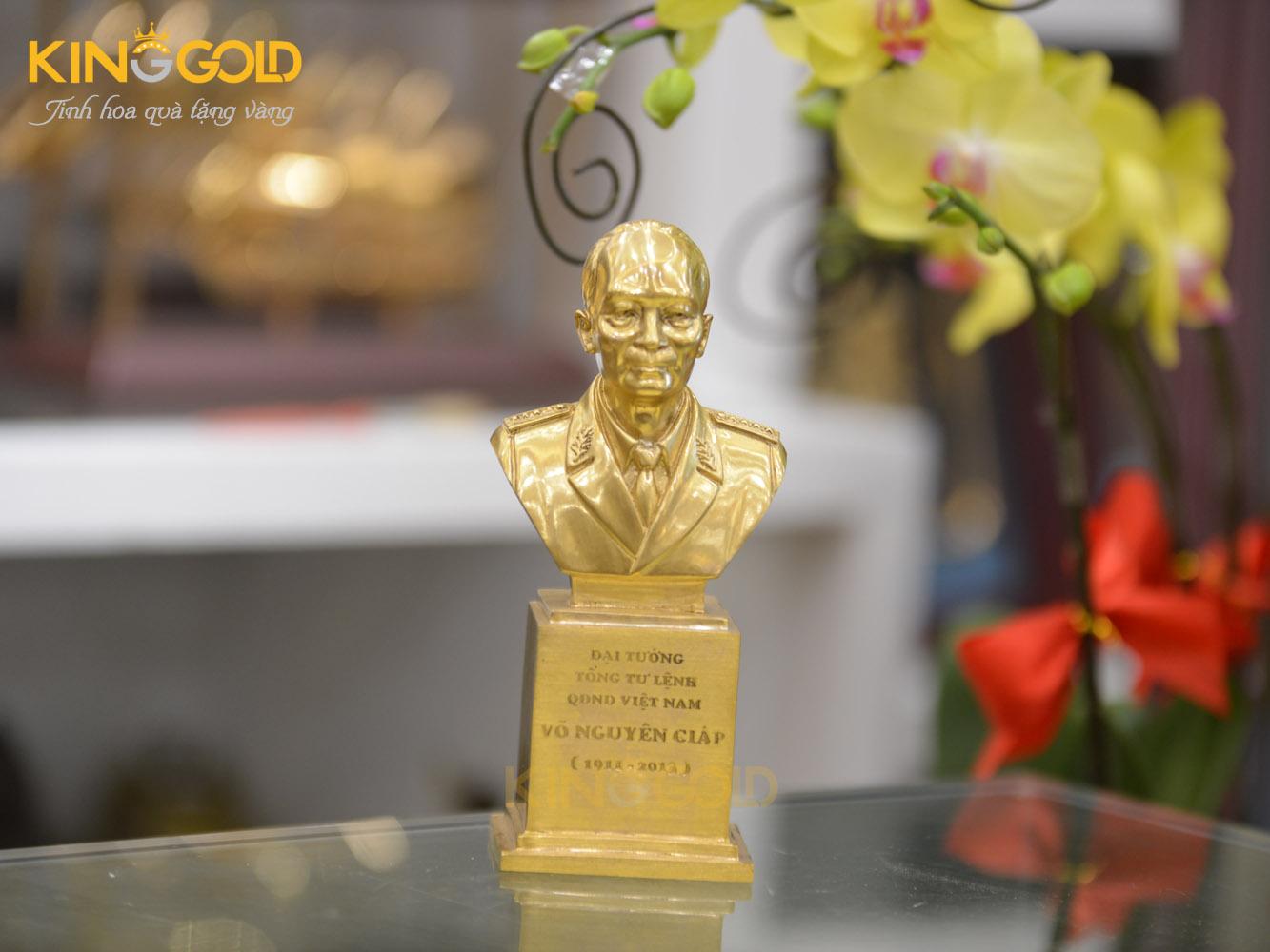 Đúc tượng đại tướng Võ Nguyên Giáp mạ vàng 24k tại Đồ đồng Việt0