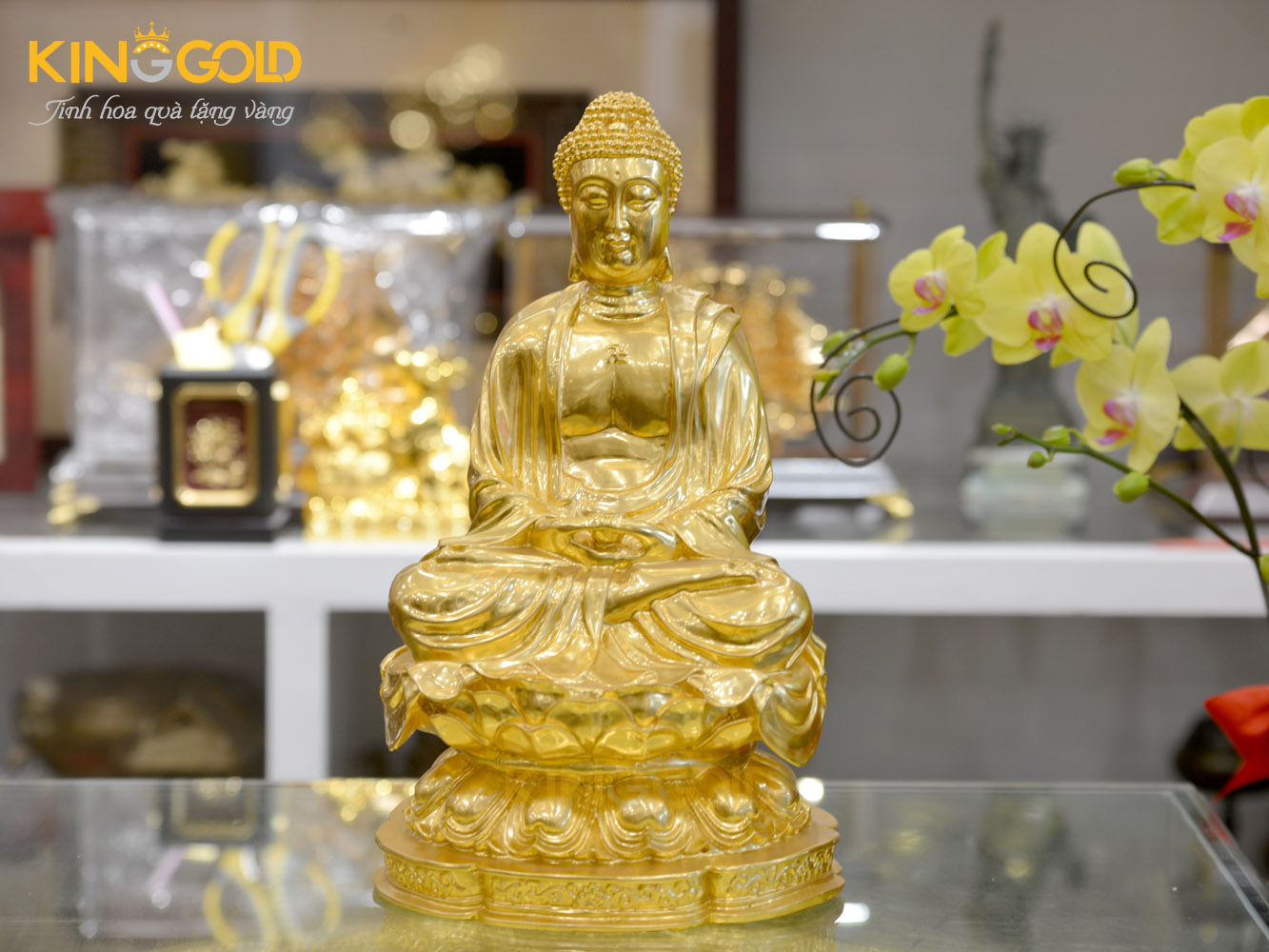 Đúc tượng Phật A Di Đà dát vàng 24k sang trọng0