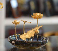 Chậu hoa sen mạ vàng 24k làm quà tặng sinh nhật mẹ