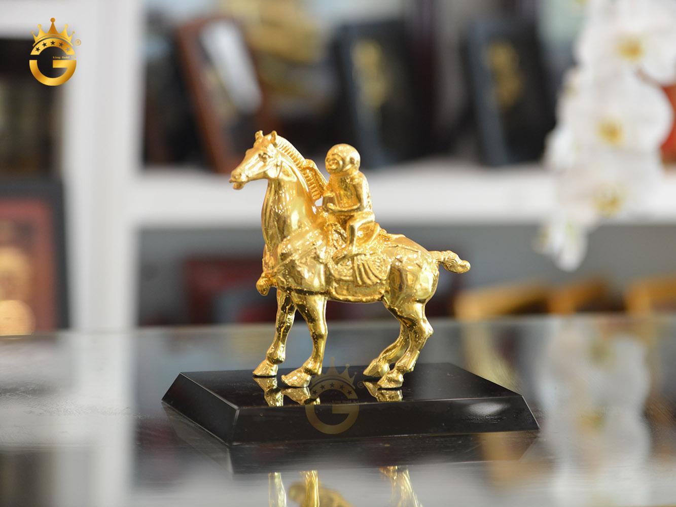 Quà vàng tặng sếp- Tượng mã thượng phong hầu mạ vàng 24k0