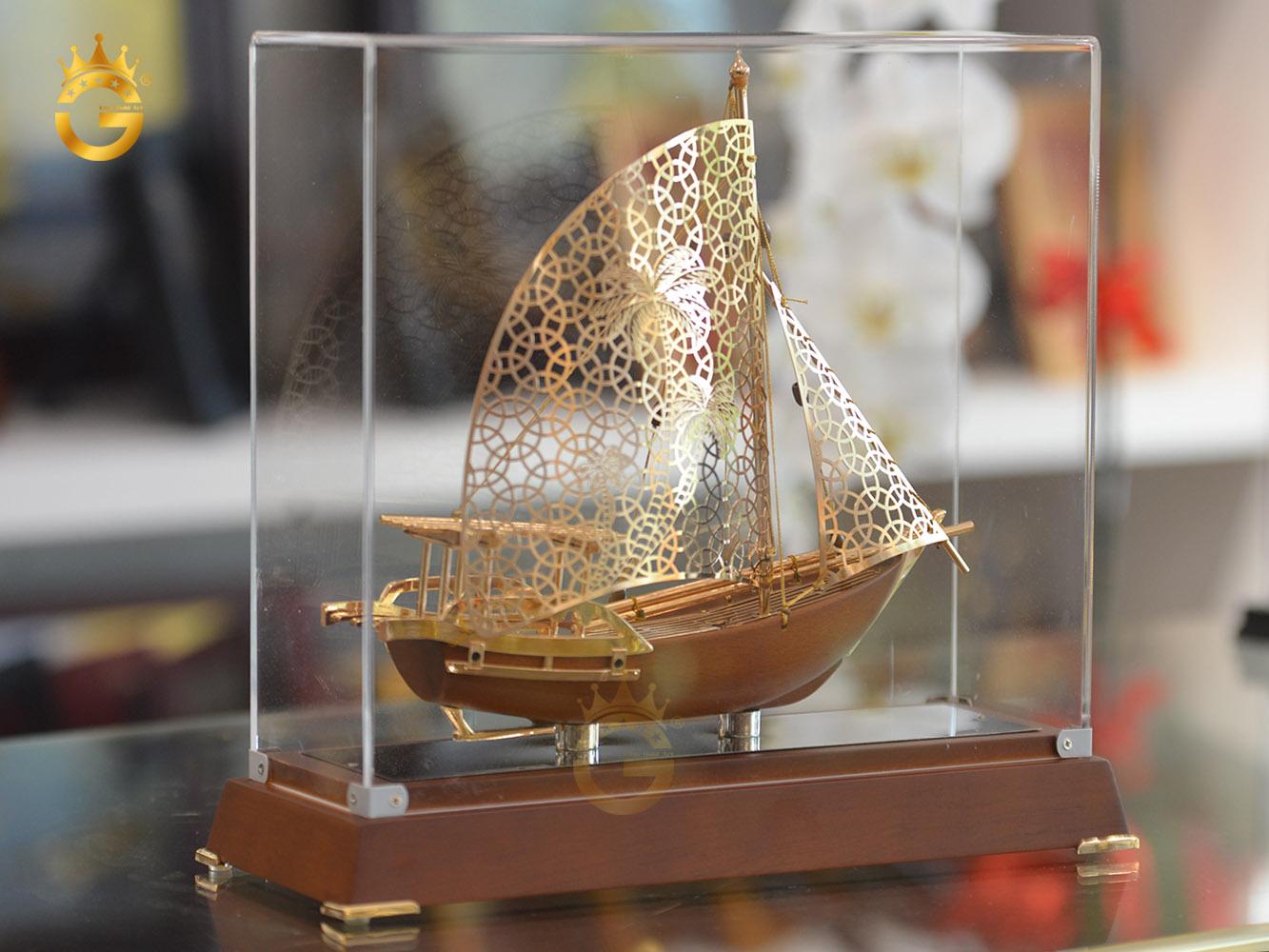 Mô hình thuyền buồm mạ vàng làm quà tặng tân gia ý nghĩa0