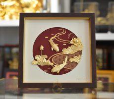Tranh vàng 24k- tranh cá chép hoa sen dát vàng 24k