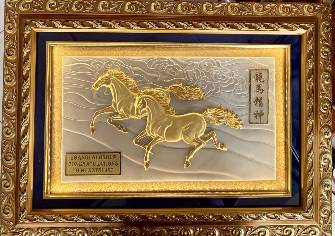 Quà vàng tặng sếp- tranh song mã mạ vàng 24k0