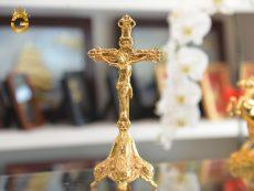 Tượng Chúa Giê-su mạ vàng làm quà tặng Giáng sinh