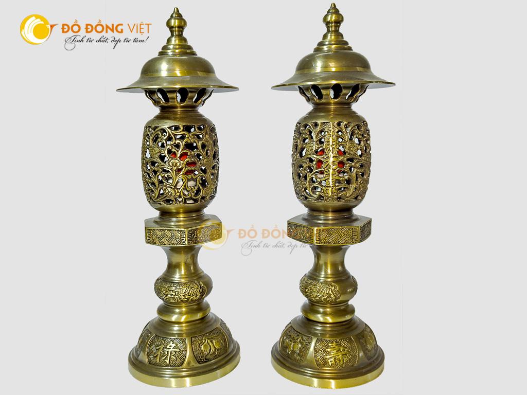 Đôi đèn thờ cúng bằng đồng thau đúc hai công nghệ0