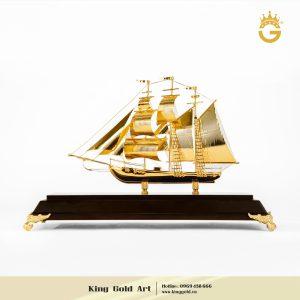 Thuyền buồm mạ vàng 24k làm quà tặng ngày Doanh Nhân 13/10