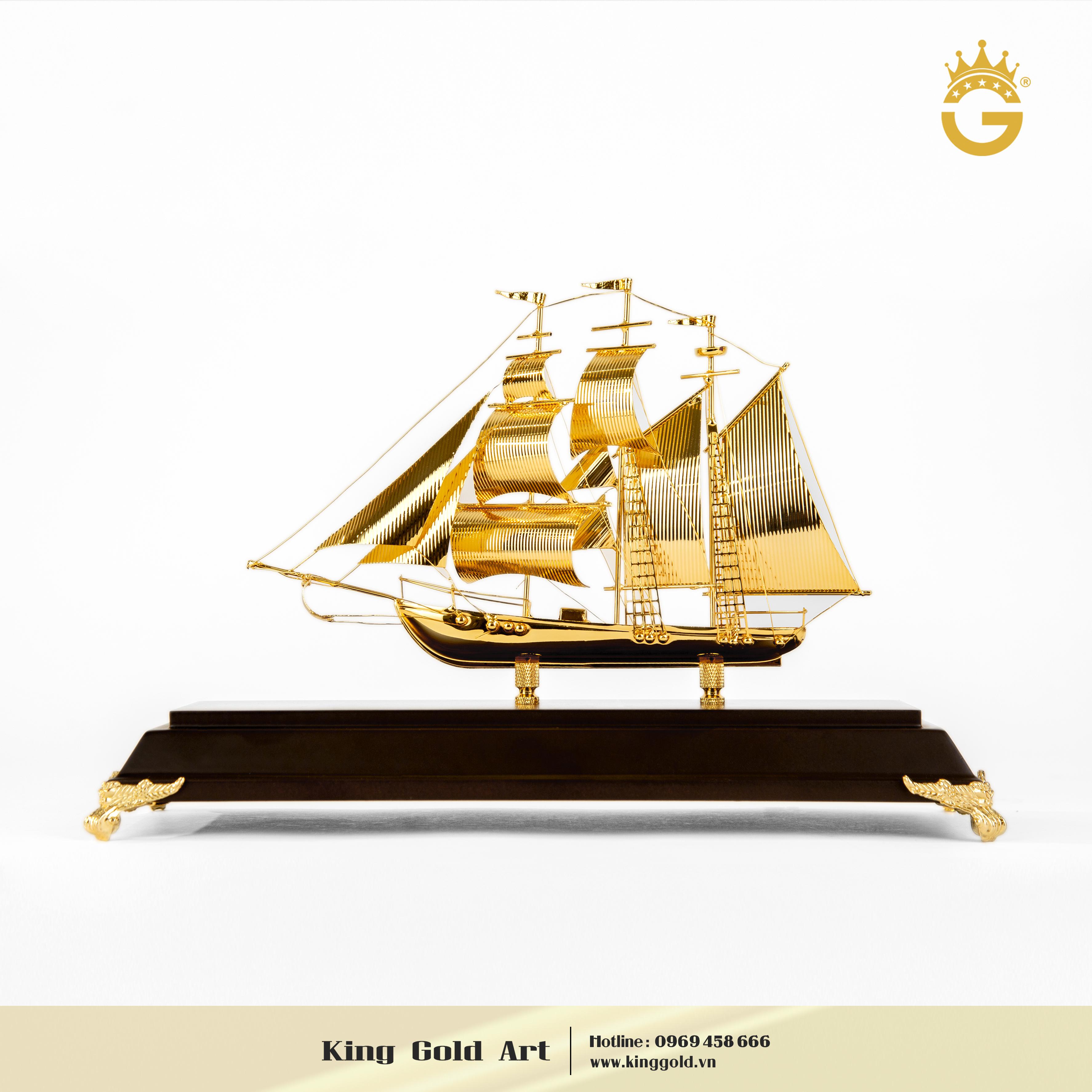 Thuyền buồm mạ vàng 24k làm quà tặng ngày Doanh Nhân 13/100
