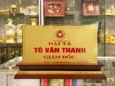 Đồ đồng Việt nhận làm biển chức danh bằng đồng theo yêu cầu