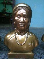 Đúc tượng chân dung truyền thần cụ bà bằng đồng đỏ