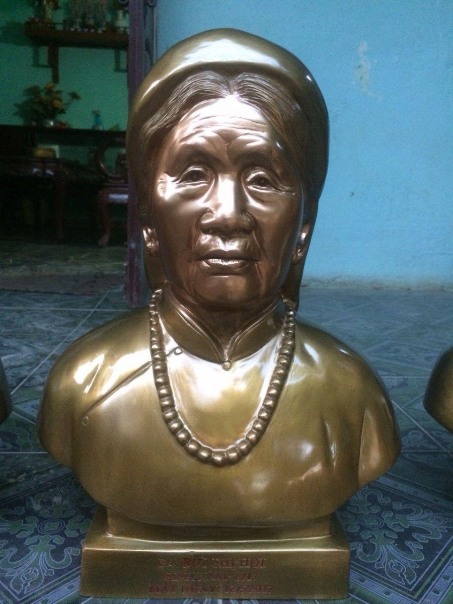 Đúc tượng chân dung truyền thần cụ bà bằng đồng đỏ0