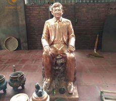 Đúc tượng chân dung bằng đồng dáng ngồi