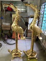 Đôi hạc thờ bằng đồng ngậm hoa sen đứng lưng rùa