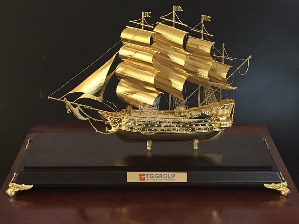Thuyền buồm mạ vàng làm quà tặng Sếp dịp Tết Tân Sửu 20210