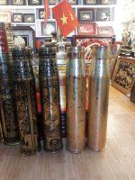 Vỏ đạn pháo được khắc chạm mỹ nghệ trang trí